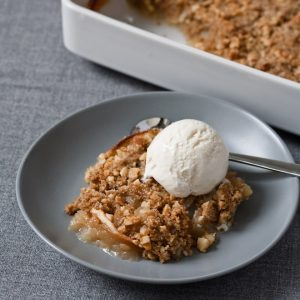 200411-r-xl-apple-crisp-with-sweet-ginger-and-macadamia-nuts